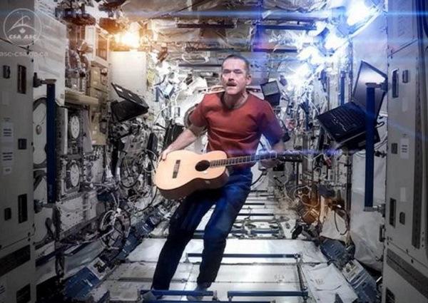 spaceoddity_chrishadfield01