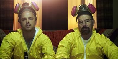 Mirá a los protagonistas de Breaking Bad emocionados leyendo el script final…