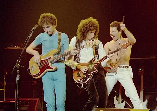 Queen_Rock_Montreal01